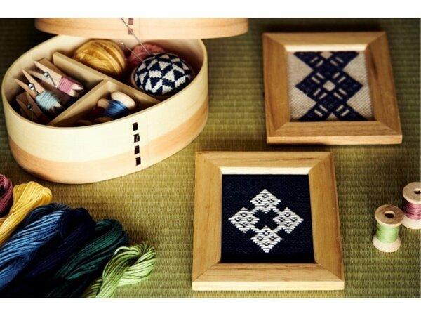 森を代表する伝統工芸「津軽こぎん刺し」。美しいシンメトリーな模様がモダンにアレンジできると人気です。