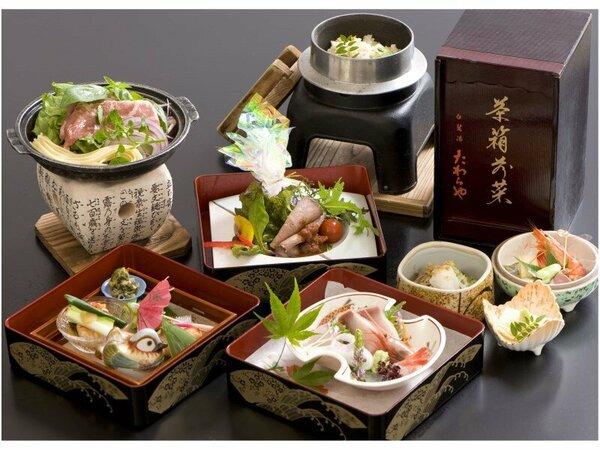 【夕食】会席三段重『箱入り娘』と茶箱前菜等