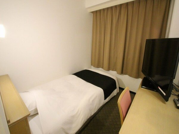 シングルルーム 面積11平米 ベッド110cm×195cm