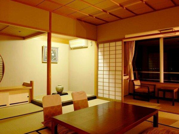 【ゆらら本館和室】夜の落ち着いた客室イメージです。