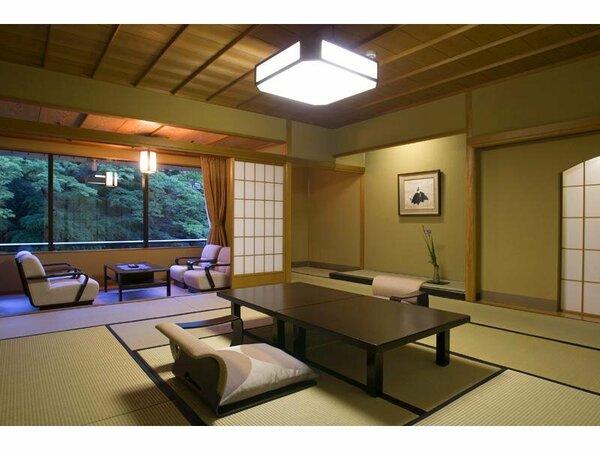 【お部屋】鶴仙渓の渓谷美を望む坪庭付客室(和室)一例