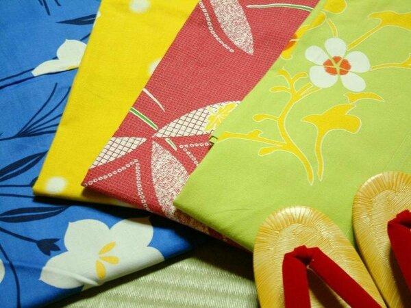 女性のお客様にはデザイン浴衣をご用意。お好みのお色をお選び頂けます♪