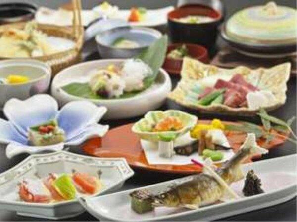 毎月内容が変わる会席料理!四季の食材が楽しめるスタンダードな会席料理です。