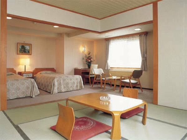 「望洋館」客室(和洋室)の一例
