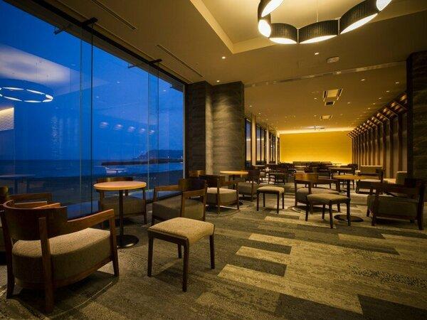 【チェックインスペース】 津軽海峡を一望できる特等席で、まずは一休み。