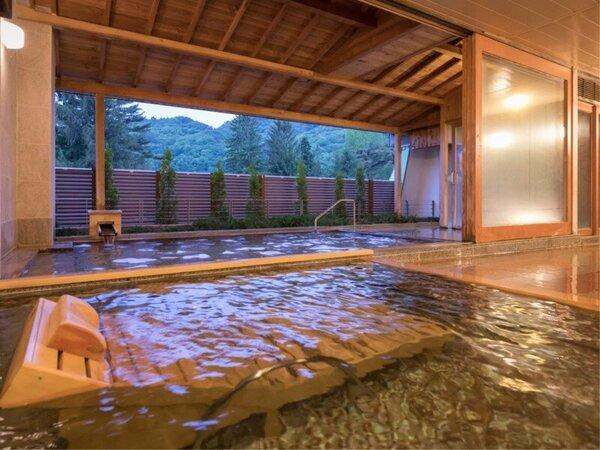 開放感あふれる露天風呂をお楽しみください。