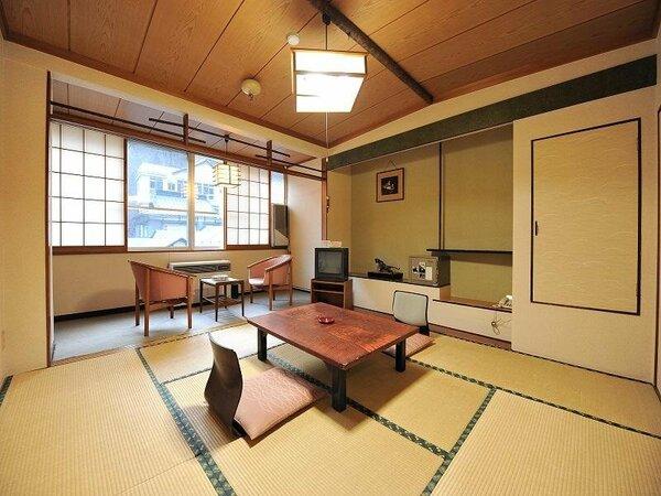 様々な宿泊プランをお手頃価格で利用いただける部屋。踏み込みの部分もあるので、見た目より広く利用可能。
