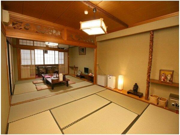 8畳と8畳からなる2間続きの広い部屋。ご家族旅行など8名さま程度の小グループさまに人気のお部屋です。