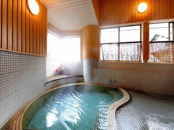 本館 紅梅(こうばい)の湯。貸切風呂として使用できます。源泉かけ流しで弱アルカリの湯質。トロリとした