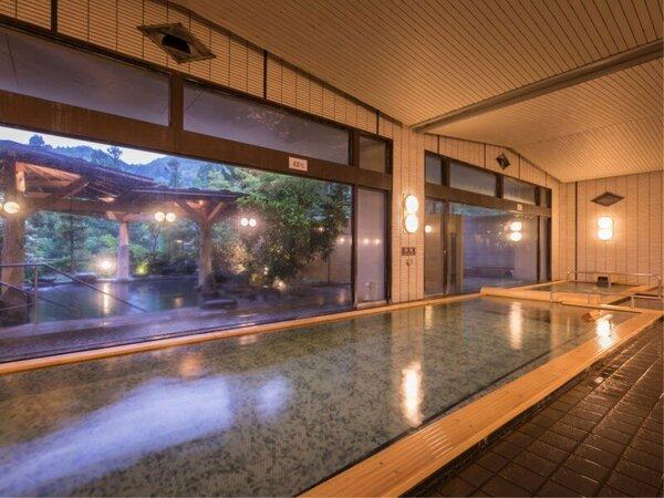180度窓に囲まれた開放感ある大浴場。ご宿泊のお客様は夜通しご利用いただけます。