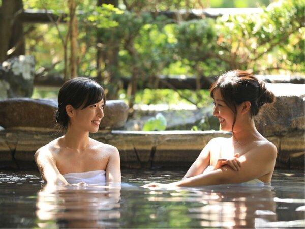 四季の移ろいを肌で感じられる露天風呂。ゆったり温泉をお楽しみください。