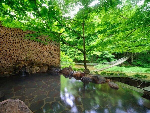 川の湯「岩露天風呂」 ※豊沢川と木々に囲まれて、森林浴をしながら温泉をご満喫いただけます