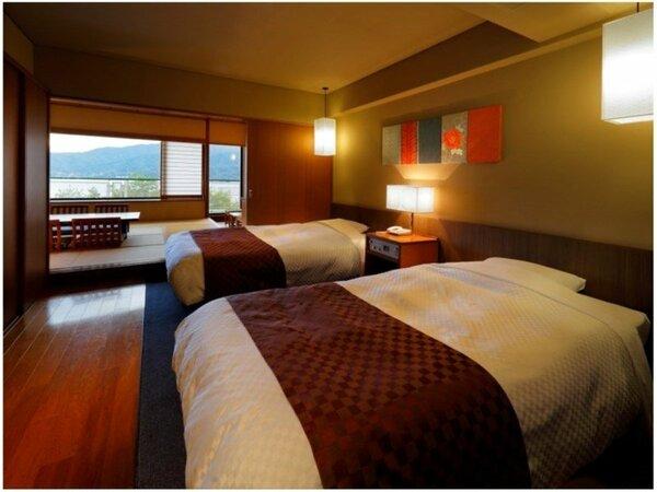 【和洋室(海側眺望)】ベッドはシモンズ社製。和室10畳+洋室の贅沢な空間をお楽しみくださいませ♪