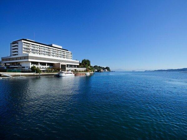 【外観】瀬戸内海に面した当館で、ゆったりと特別な時間をお過ごしくださいませ。