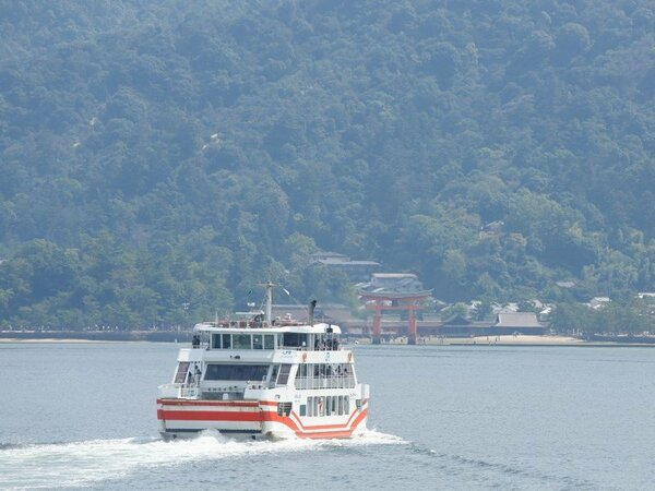 JR西日本宮島フェリー 乗船時間は約15分。