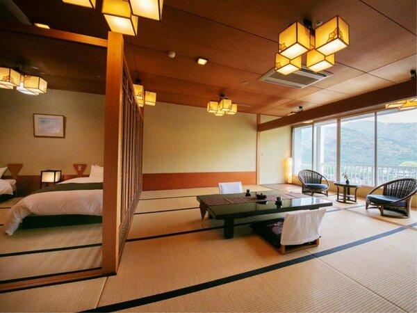 【錦帯橋側◆和室 20畳】 大きな窓から見える情緒ある光景は、まるで一幅の絵のよう。