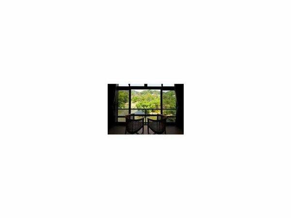 本館2階客室から望む日本庭園