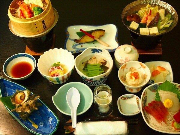 日本海の海の幸をふんだんに使った御膳(夕食のイメージ)