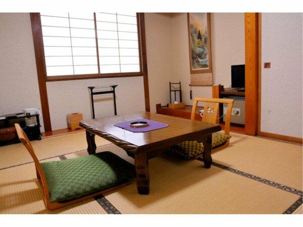 『本館・和室6畳(椅子なし・眺望なし)一例』 最大3名様までご利用できます。