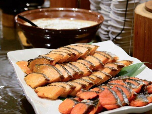 朝食の定番メニューから地元の食材を使用した田舎料理など種類豊富にご提供!