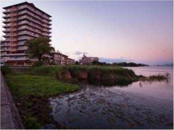 京都から20分。抜群のアクセス。対岸の近江富士から昇る日の出は絶景です。
