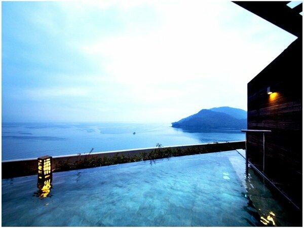 【屋上露天風呂】朝夕と姿を変えて海景の美しさを魅せる__。自然美をすぐそばに感じる湯の贅を。