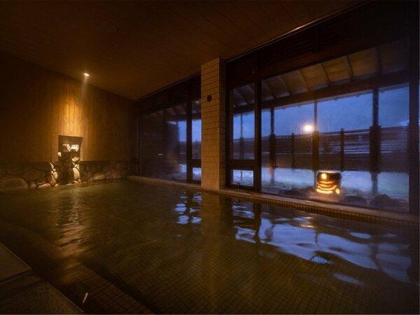 【大浴場 川の湯】眠る前にぜひ、湯浴みに来てください。体を芯まで暖め、極上の眠りに誘います