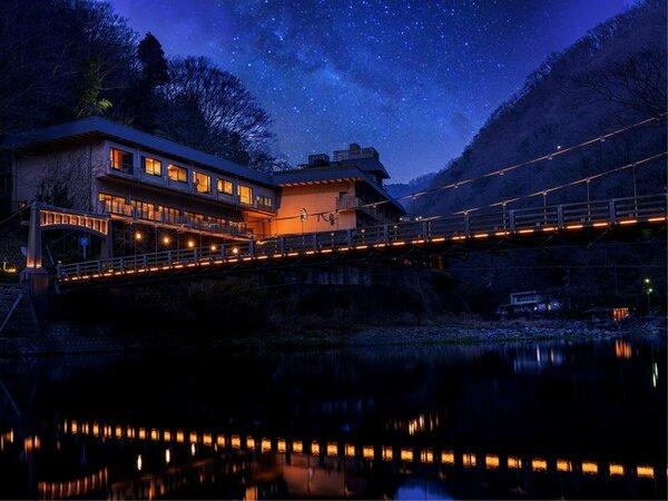 山河に囲まれた、都会の喧騒を忘れる癒しの宿。温泉と美食に安らぐ、格別の休息を八景で。