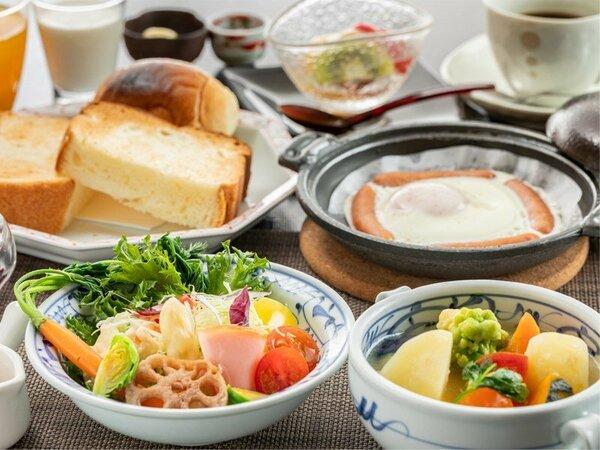 """""""朝から野菜を美味しく食べる""""をコンセプトにした洋朝食。朝は少な目派のお客様に好評です"""