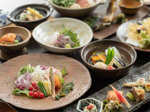 素材そのものの美味しさを活かすため、「野菜より強い味付けをしない」料理自慢の宿が贈る会席