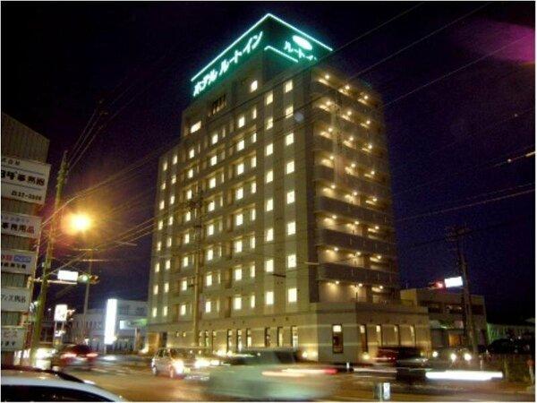 国道153号線沿い、シックで落ち着いたビジネスホテルです。