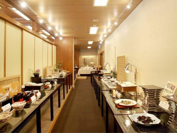 """選べる楽しさ、種類も豊富な朝食バイキング。""""寿亭""""ならではの朝ごはんをお楽しみ下さい"""