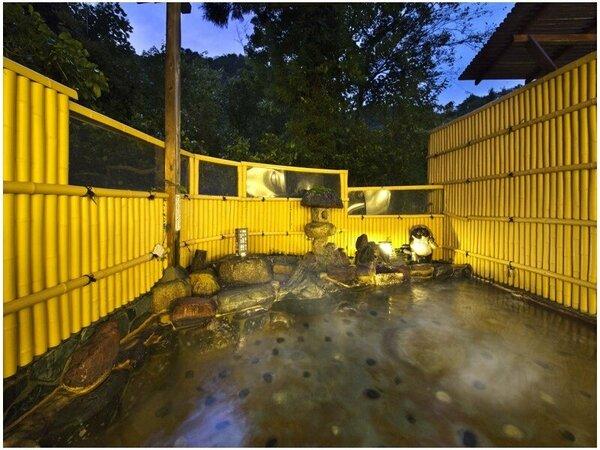 【露天風呂】滑らかで肌に優しい湯の山の温泉。スベスベで保湿効果も高く、今夜は湯上り美人♪