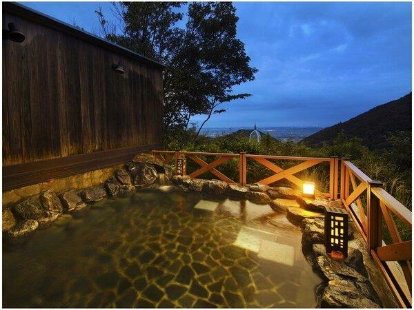 """■露天風呂■温泉に浸かりながら、眺める絶景は""""格別!""""時の流れも忘れてしまう。"""