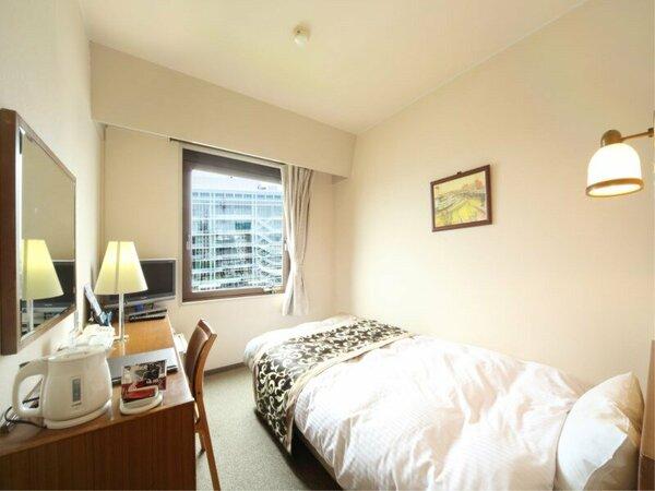 【シングル】コンパクトですが必要な設備は十分に備わっており、ごゆっくりと寛いでいただけるお部屋です。