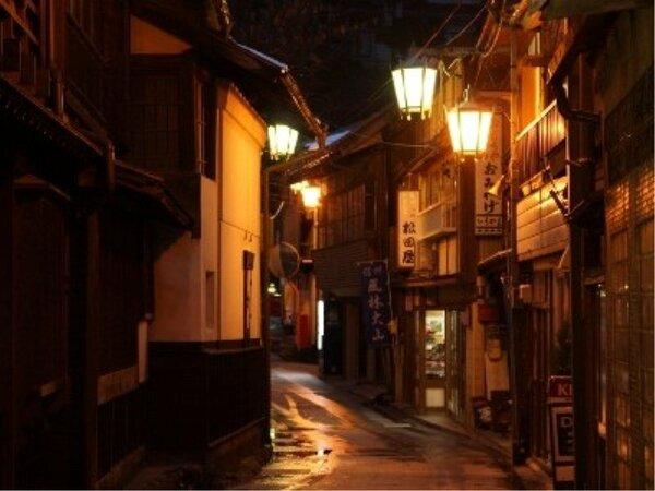 夜の渋温泉は日中とはまた一味違った温泉街の雰囲気をお楽しみいただけます。