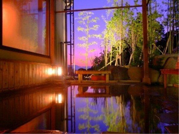 幻想的な景色と2つの良質な温泉をブレンドしたからこそ味わえる極上の温泉をお楽しみ下さい。