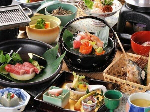 【ご夕食の一例】飛騨食材を中心に山の幸、海の幸を取り入れた和会席となります。