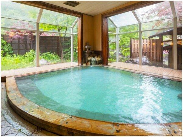 露天風呂と同じかけ流し、硫黄の香りで温泉気分を盛り立てる『大浴場』