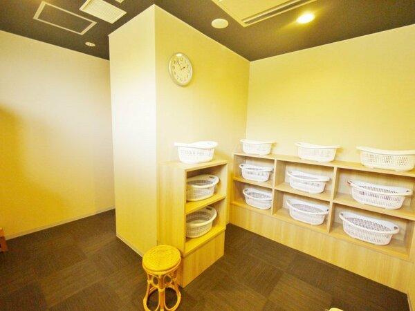 大浴場:脱衣所ルームキーは貴重品ボックスかフロントへお預け下さい。