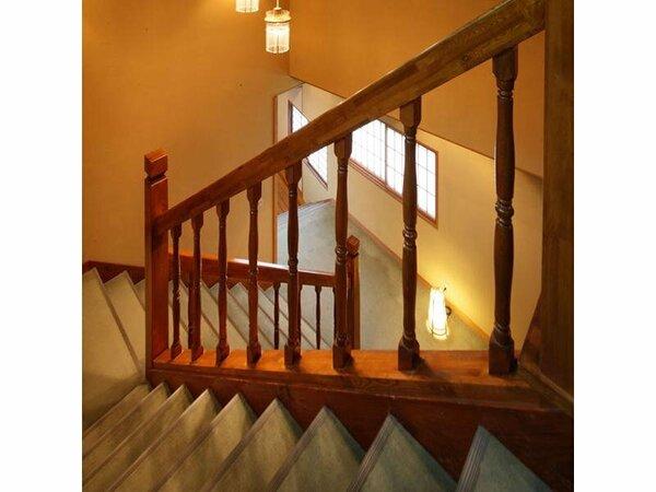 梅紅苑は木造2階建ての別館の為、2階には階段をご利用いただきます。