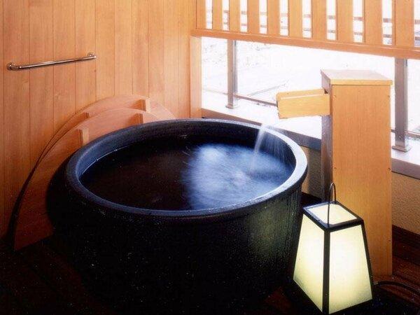 風美亭の露天風呂は素肌にやさしい陶器製