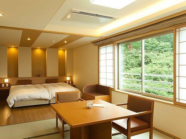●寛ぎの和洋室【501】10畳+ツインのベッドスペース。夕食は「お部屋食」テーブルにご用意します