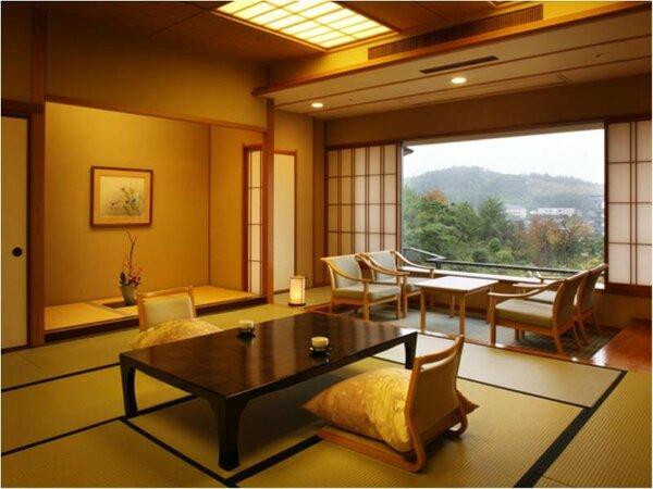 『和室スタンダード』こちらは華鳳が誇る6000坪の庭園を望めるガーデンサイドの12.5畳のお部屋です。