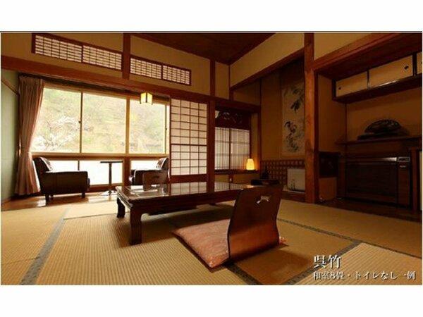 お部屋は、昔の雰囲気をたっぷり感じることができる趣のある和室です。