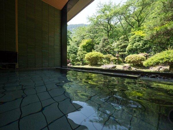 【露天風呂~山水~】あつみ温泉・源泉100%掛け流し】温泉と空気の調和を感じられる半露天風呂