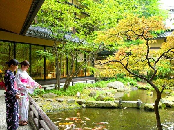【日本庭園】庭園を包み込むように設計されており館内各所より美しい景色がご覧いただけます。