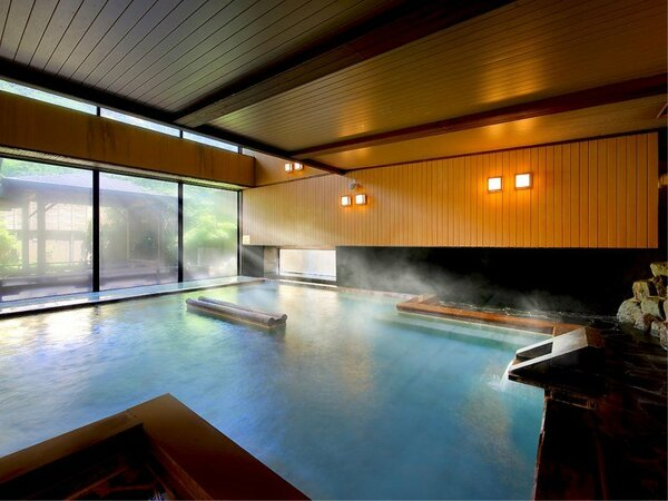 【ご婦人/大浴場】ご婦人内湯。絶えず注ぐ温泉にゆったり浸かり、身体の芯から温まって下さい。