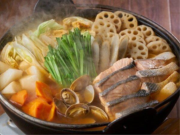 2020年冬メニュー(12/1~2/28)/鮭と根菜のキムチ鍋