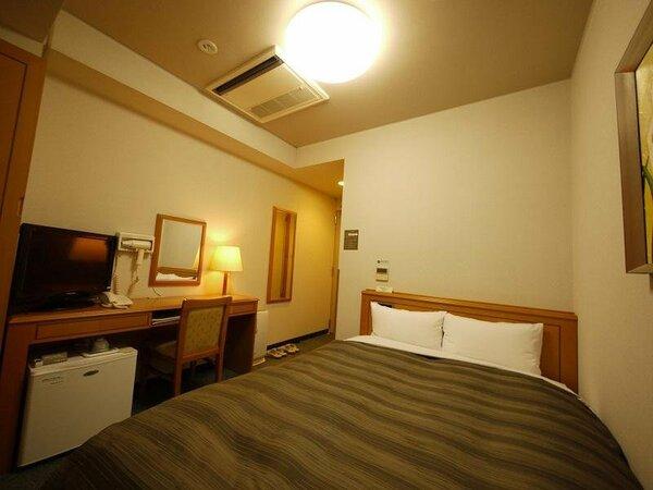 【本館セミダブル】客室の一例 13平米 ベッドサイズ 140cm×200cm